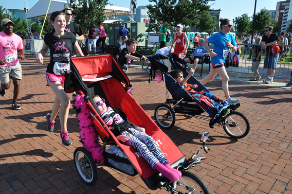 Ainsley-&-Sister-Briley-at-the-Finish-Line