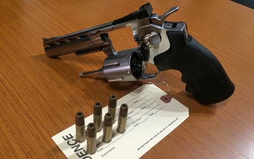 Replica-revolver-2